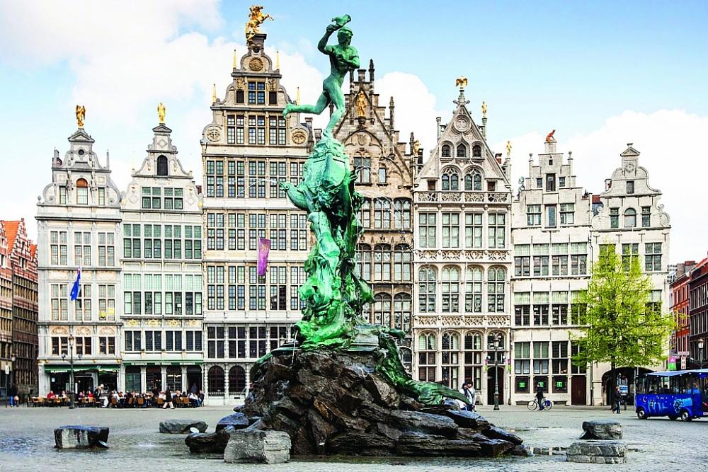 Cảng Antwerp - điểm trung chuyển chính để vận chuyển ma túy trái phép vào châu Âu.