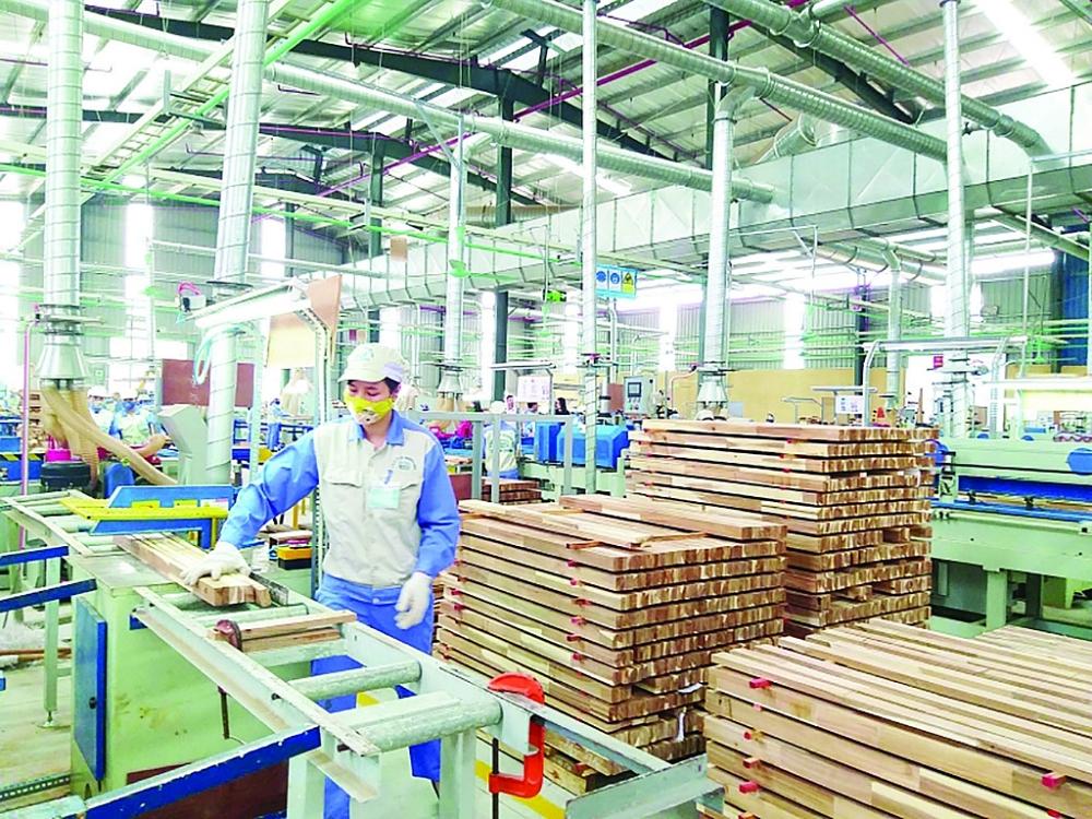 Mỗi năm thu về hàng chục tỷ USD XK, song gỗ Việt vẫn chưa có thương hiệu trên thị trường quốc tế   Ảnh: N.Thanh