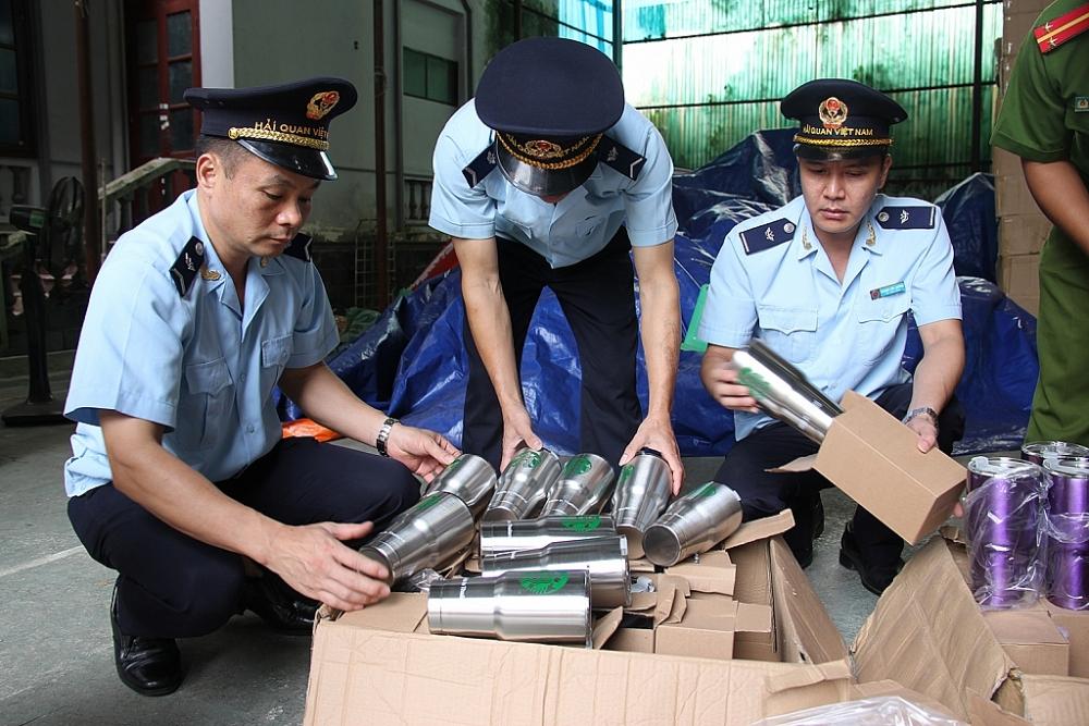 Hải quan Tân Thanh bắt giữ lô hàng cốc giữ nhiệt giả mạo xuất xứ Thái Lan. Ảnh: H.Nụ