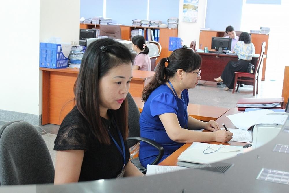 Hoạt động nghiệp vụ tại KBNN Phú Thọ. Ảnh: Thùy Linh