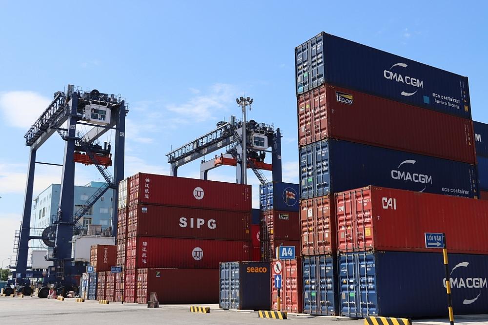 Hàng hóa xuất nhập khẩu qua cảng Hải Phòng Ảnh: T.Bình