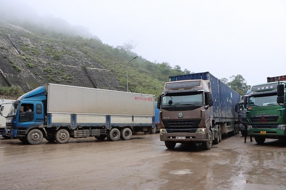 Số lượng hàng hóa đăng ký làm thủ tục XNK qua cửa khẩu Cầu Treo tăng mạnh. Ảnh: H.Nụ