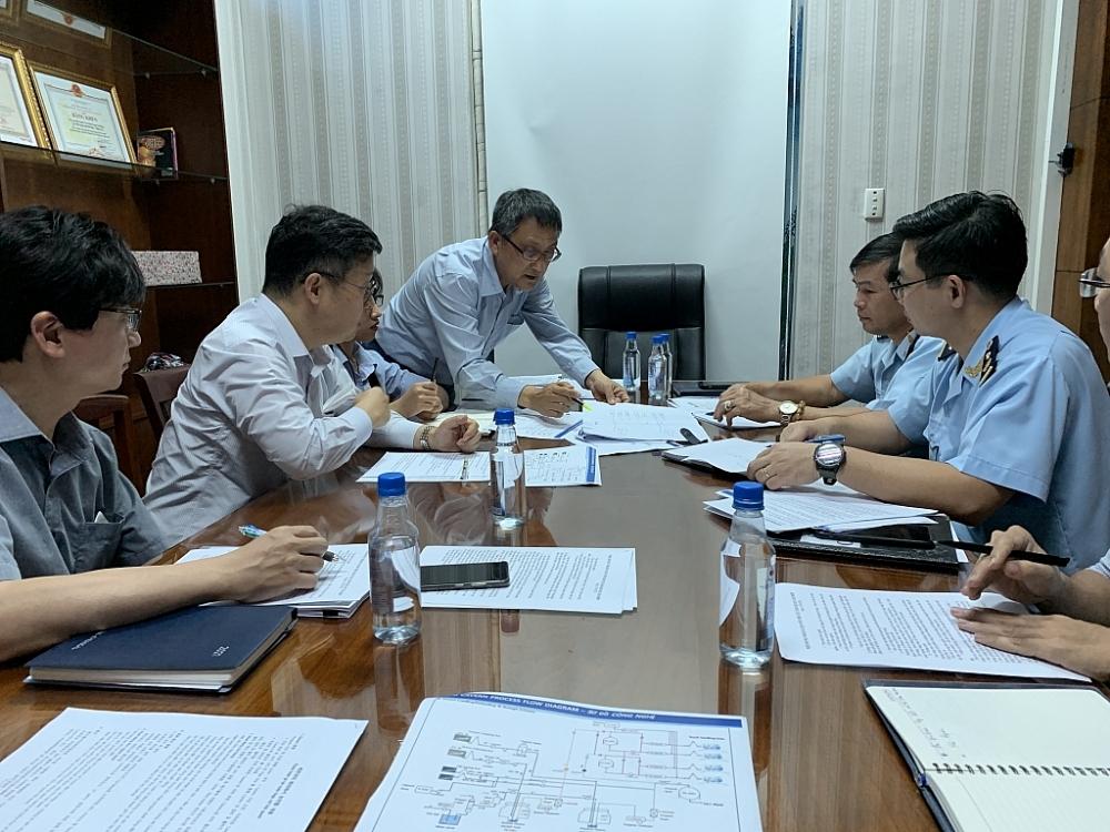 Một buổi trao đổi, tháo gỡ vướng mắc cho Công ty Hyosung tại Chi cục Hải quan Cái Mép. Ảnh: N.H