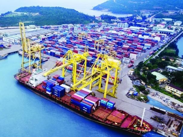 Kéo giảm chi phí cho hàng hóa xuất nhập khẩu - Cần làm ngay - Bài 1: Phí chính, phí phụ đội giá hàng Việt