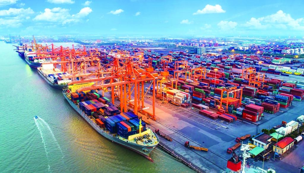 Hàng hóa qua cảng Hải Phòng chỉ tập trung ở một vài điểm, còn lại phát triển khá manh mún, nhỏ lẻ, thiếu đồng bộẢnh: Thúy Hồng
