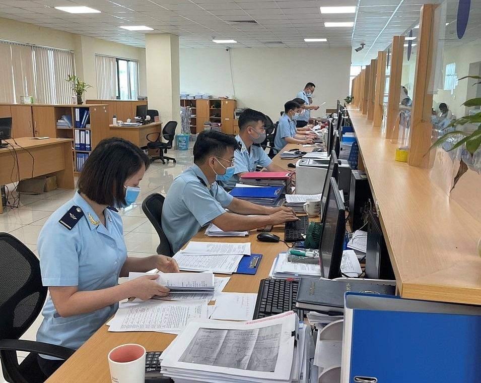 Hoạt động nghiệp vụ tại Chi cục Hải quan cửa khẩu cảng Hải Phòng khu vực 1. Ảnh: Thái Bình