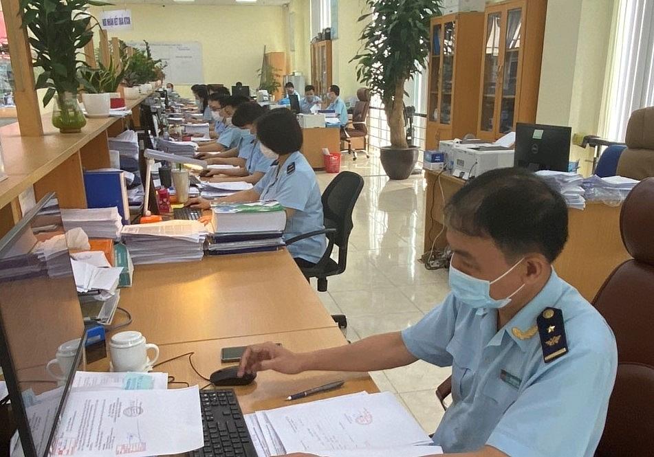 Hoạt động nghiệp vụ tại Chi cục Hải quan cửa khẩu cảng Đình Vũ (Cục Hải quan Hải Phòng). Ảnh: T.B