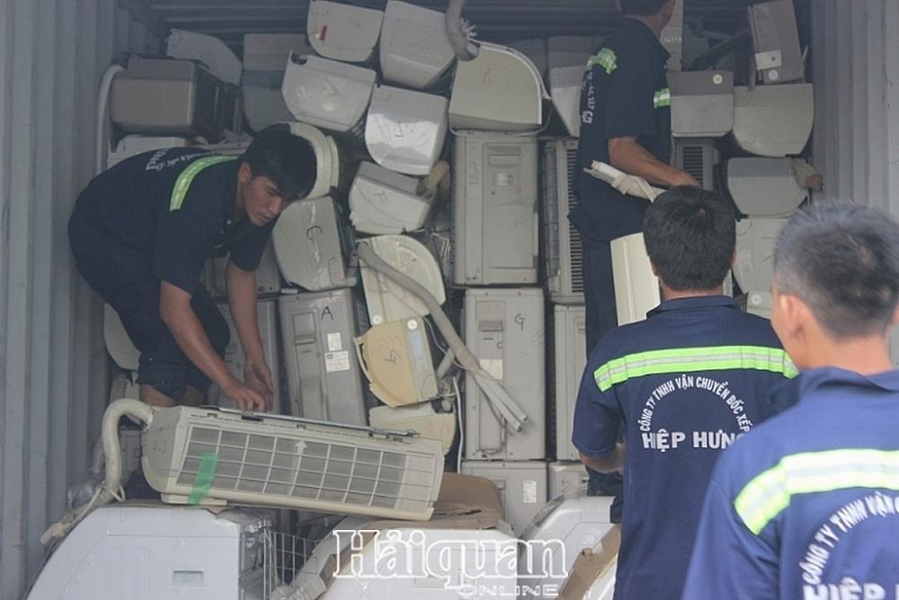 Container hàng quá cảnh chứa đầy hàng cấm do Cục Hải quan TPHCM bắt giữ (ảnh minh họa)  Ảnh: T.H
