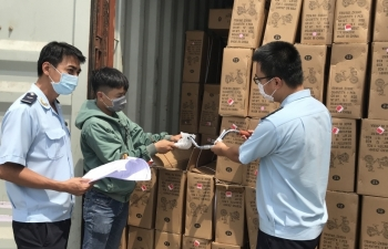 TPHCM: Hàng xuất khẩu bắt đầu nhích tăng