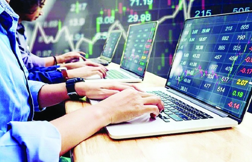 """Chứng khoán tăng """"nóng"""" thôi thúc các ngân hàng phát hành cổ phiếu để tăng vốn"""