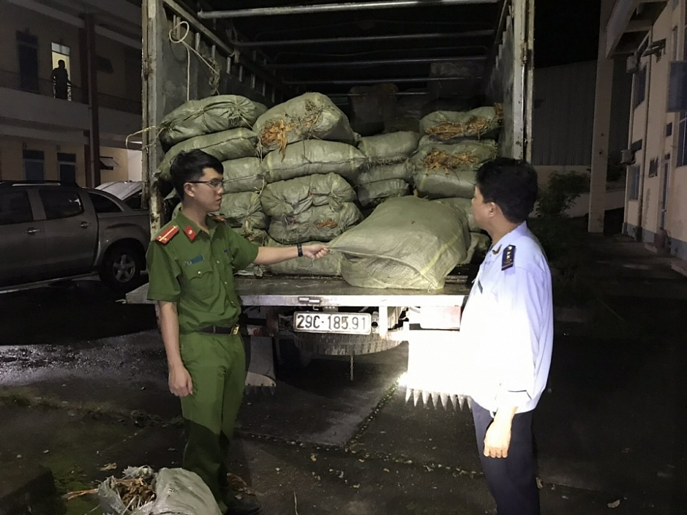Một vụ vận chuyển trái phép nguyên liệu thuốc lá Trung Quốc do Hải quan Cao Bằng chủ trì, phối hợp với cơ quan Công an và các đơn vị chức năng bắt giữ tháng 5/2021.  Ảnh: Hải quan Cao Bằng cung cấp