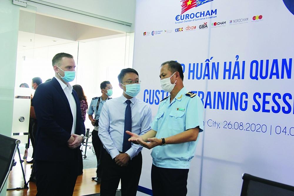 Do dịch Covid-19, Hải quan TPHCM tổ chức đối thoại trực tuyến với cộng đồng doanh nghiệp. Ảnh: T.H
