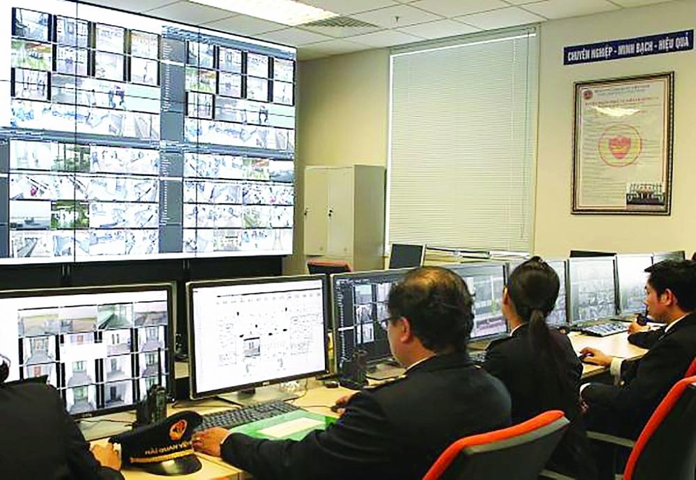 Trung tâm chỉ huy được trang bị hệ thống camera giám sát hiện đại tại nhà ga T2-Nội Bài.Ảnh: H. Linh