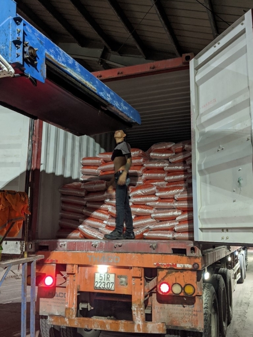 Hàng trăm tấn phân bón nhập khẩu… đóng nhãn mác Việt Nam