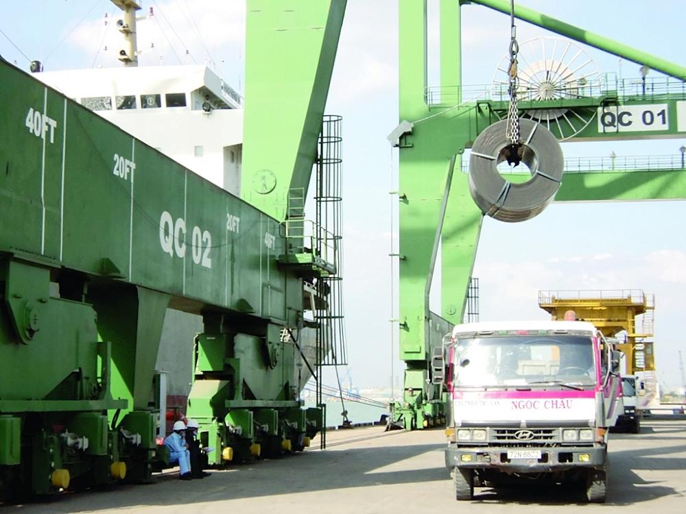 Sắt thép nhập khẩu qua cảng SP-PSA (Bà Rịa - Vũng Tàu).