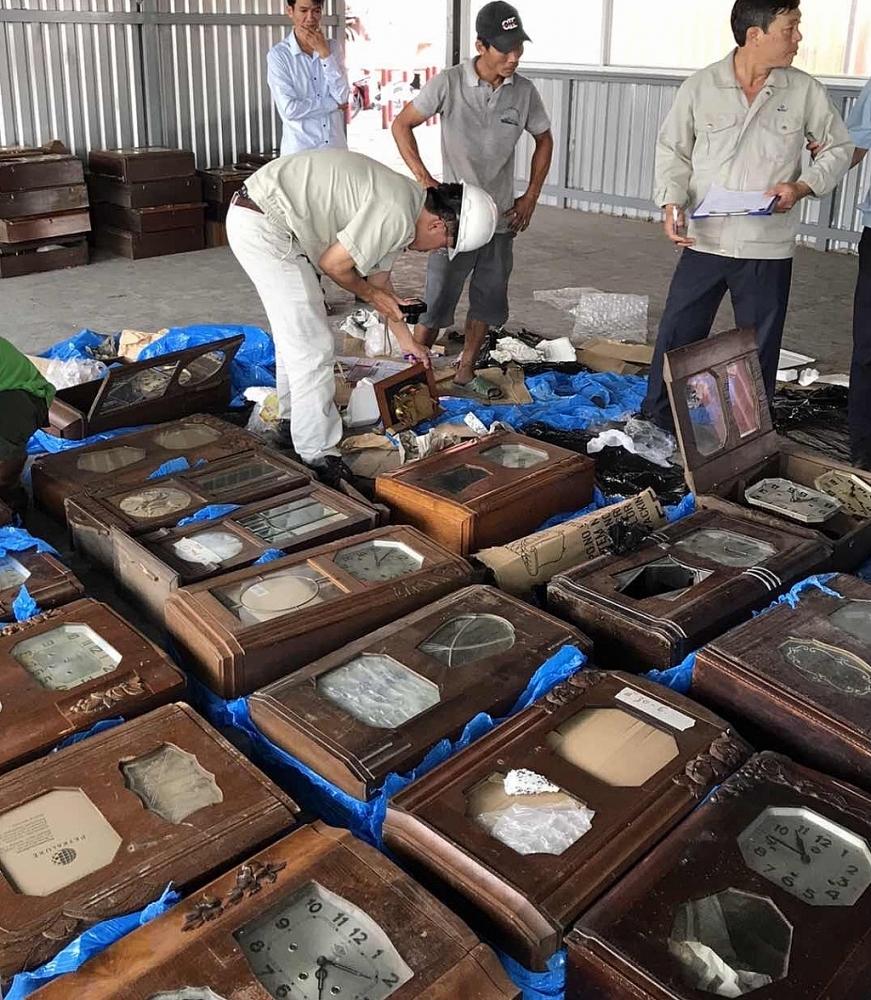 Lô đồng hồ cũ nhập khẩu bị Hải quan TPHCM bắt giữ tại cảng Cát Lái.  Ảnh: T.H