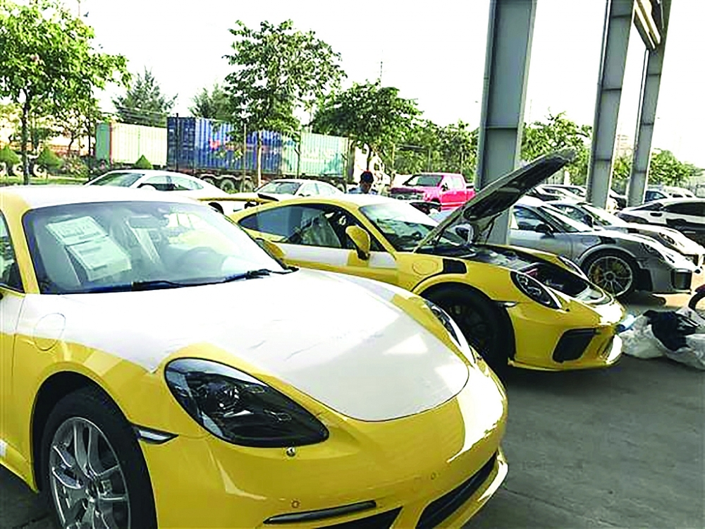Siêu xe nhập khẩu qua cảng VICT TPHCM. Ảnh: T.H