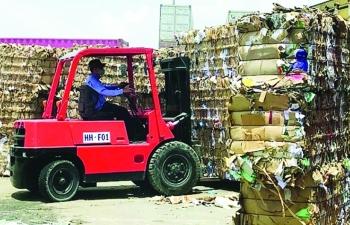 yeu cau tai xuat gan 1200 container phe lieu nhap khau khong dat chat luong