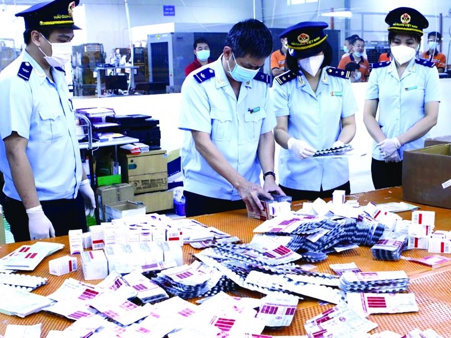 Chặn đứng nhiều vụ nhập lậu thuốc, thiết bị y tế phòng, chống dịch