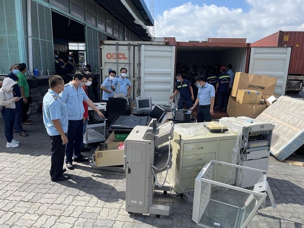 Lô hàng máy móc cấm nhập khẩu do Hải quan cảng Sài Gòn khu vực 1 bắt giữ tháng 7/2021. Ảnh: T.Quý
