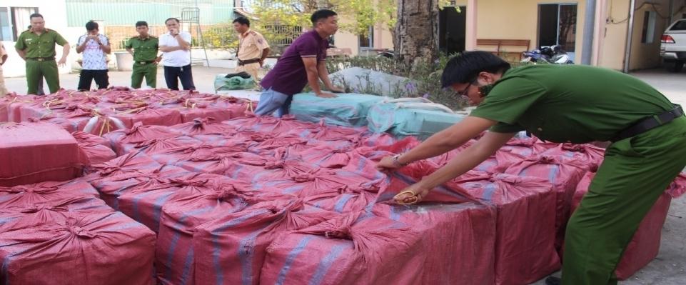 Kiểm soát chặt kinh doanh thuốc lá lậu sẽ hạn chế được buôn lậu