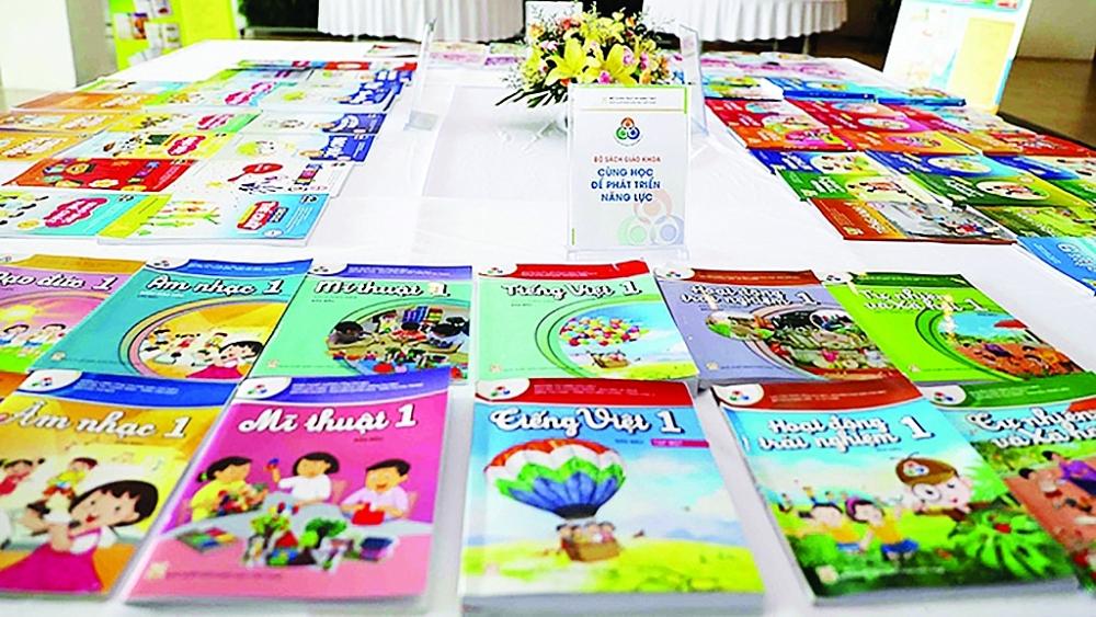 Bộ GD&ĐT đã nhận được hồ sơ đề nghị thẩm định sách lớp 2 của 4 nhà xuất bản với 33 bản mẫu sách giáo khoa của đầy đủ 9 môn học và hoạt động giáo dục lớp 2. Đối với lớp 6, có 43 bản mẫu sách giáo giáo khoa.Ảnh: ST