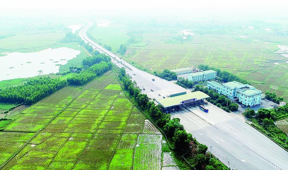 Năm 2021 cần tập trung đầu tư vào các công trình hạ tầng kết nối để thúc đẩy lưu thông, XNK hàng hóa.  Trong ảnh: Đường cao tốc Nội Bài-Lào Cai Ảnh: S.T
