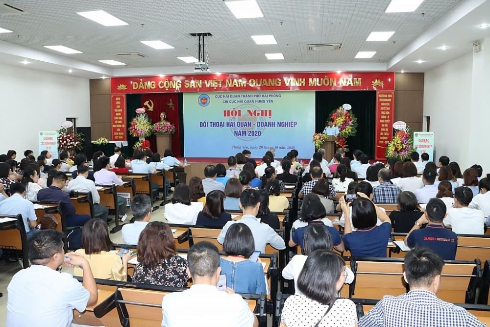 Hội nghị đối thoại doanh nghiệp do Chi cục Hải quan Hưng Yên tổ chức cuối tháng 10/2020. Ảnh: T.Bình