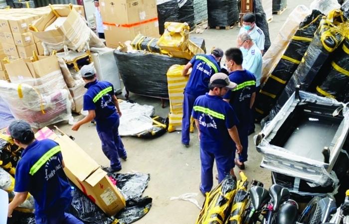 Khởi tố doanh nghiệp phá seal hải quan, tẩu tán hàng hoá quá cảnh