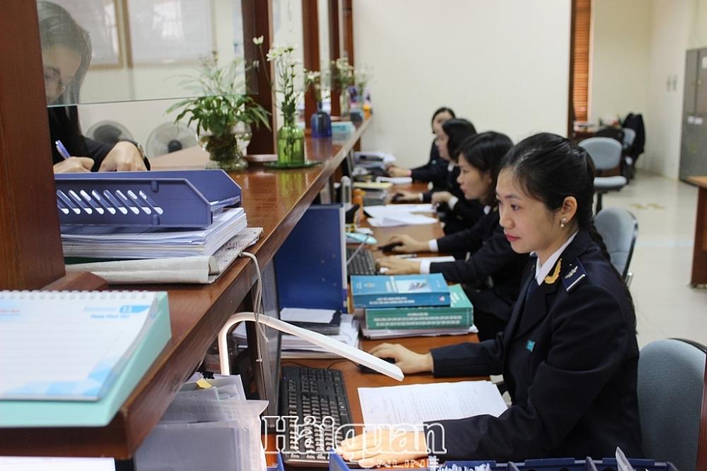 Hoạt động nghiệp vụ tại Chi cục Hải quan KCN Bắc Thăng Long. Ảnh: N.Linh
