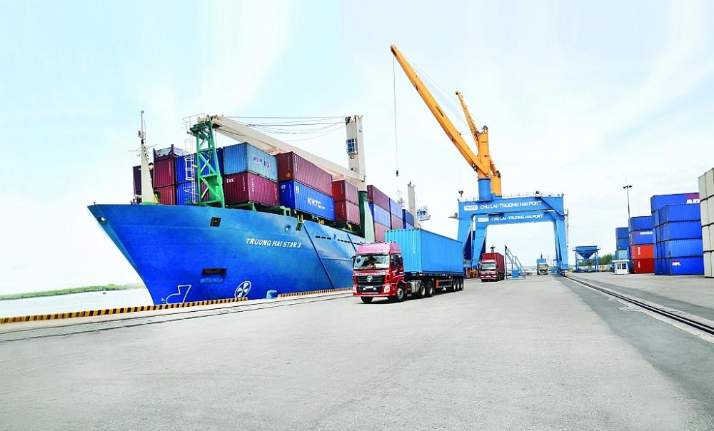 Chi phí logistics cao đang gây ảnh hưởng lớn tới sức cạnh tranh của hàng Việt. Ảnh: N.Linh