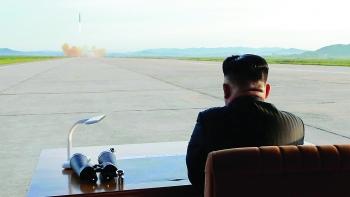 """Đồn đoán về """"quà Giáng Sinh"""" của Triều Tiên gửi Tổng thống Mỹ"""