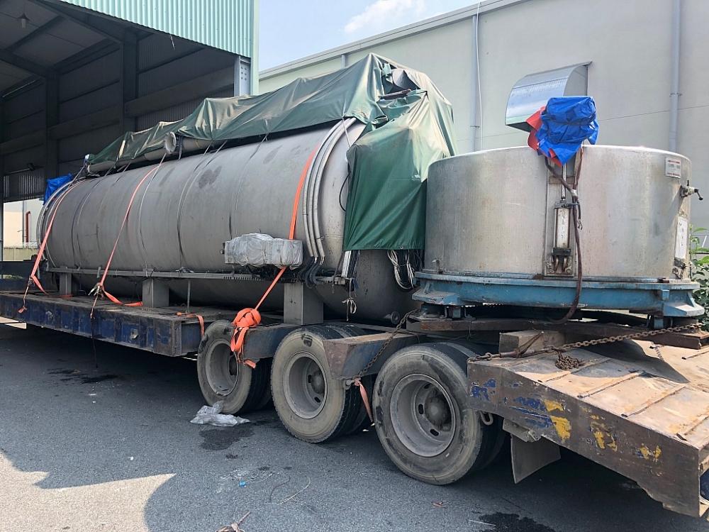 Máy móc thiết bị nhập khẩu của Công ty TNHH Dệt may Sunrise Việt Nam qua kiểm tra thực tế toàn bộ là hàng đã qua sử dụngẢnh: Hồng Sơn