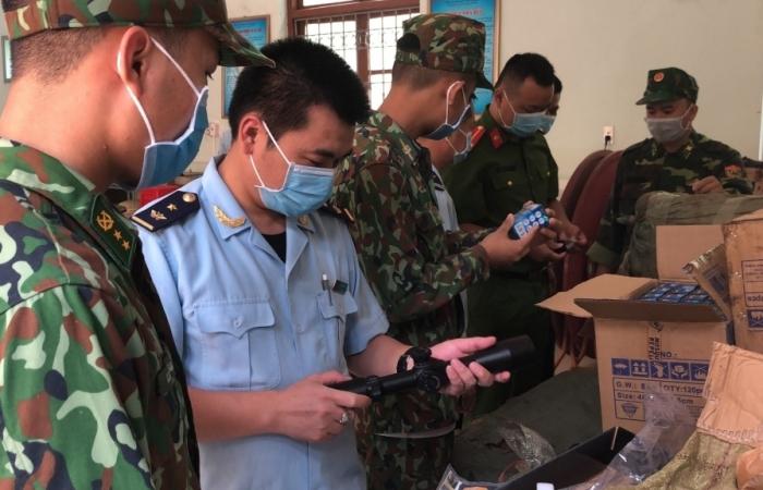 Hải quan Tân Thanh tạm giữ 216 chiếc đèn pin có dấu hiệu nhập lậu