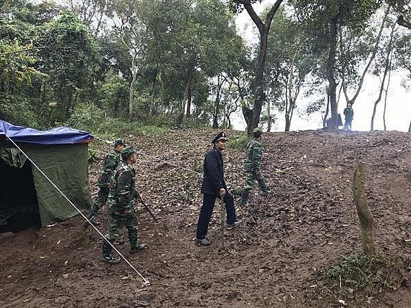 Hải quan Tân Thanh phối hợp lập lán trại chốt chặn tại các đường mòn lối mở.  Ảnh: H.Nụ