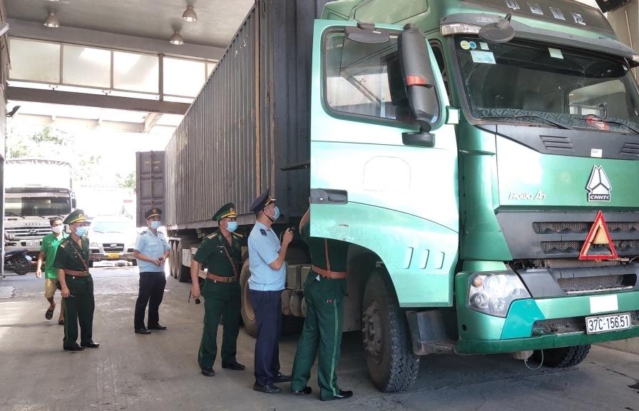"""Hải quan Cầu Treo- Hà Tĩnh: Kiểm soát """"tuyến nóng"""" ngăn hàng lậu"""