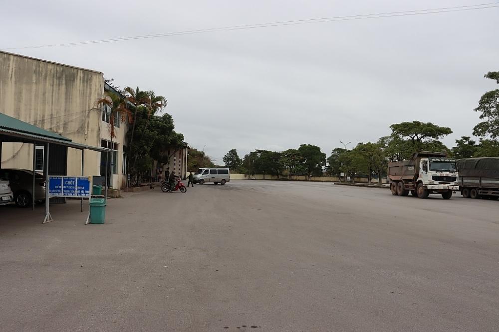 Phương tiện qua Trạm Kiểm soát liên hợp Km15-Bến tầu Dân Tiến thưa vắng. Ảnh: Quang Hùng