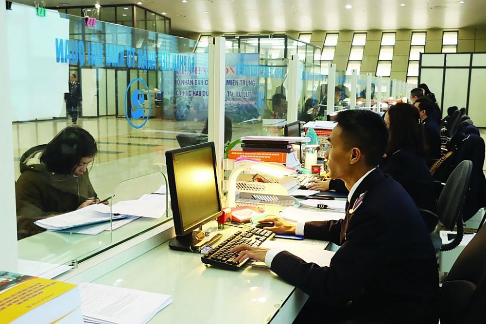 Khó quản lý hàng giao dịch qua thương mại điện tử