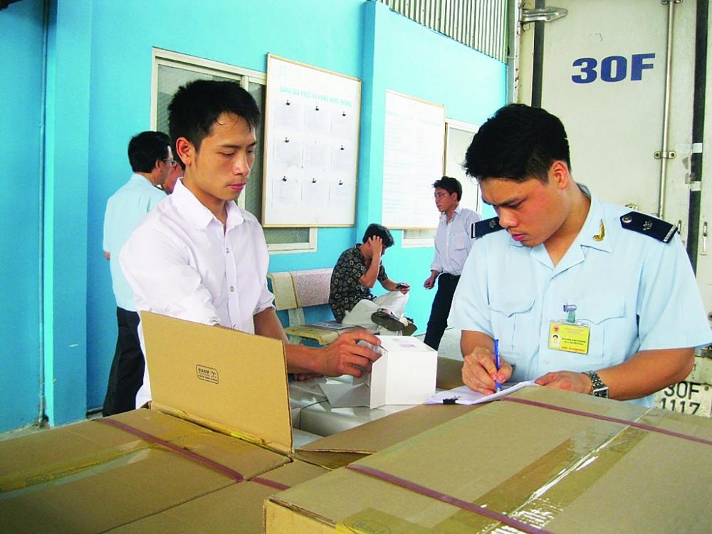 Gỡ vướng chính sách thuế giá trị gia tăng đối với nhập khẩu trang thiết bị y tế