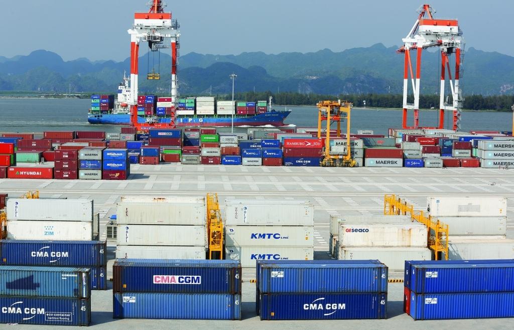 """Giá cước vận chuyển container """"dựng đứng"""", doanh nghiệp """"méo mặt"""""""