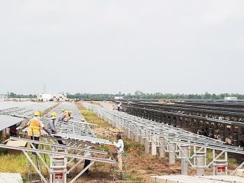 Tiềm ẩn rủi ro khi nhà đầu tư ngoại thâu tóm  dự án năng lượng tái tạo
