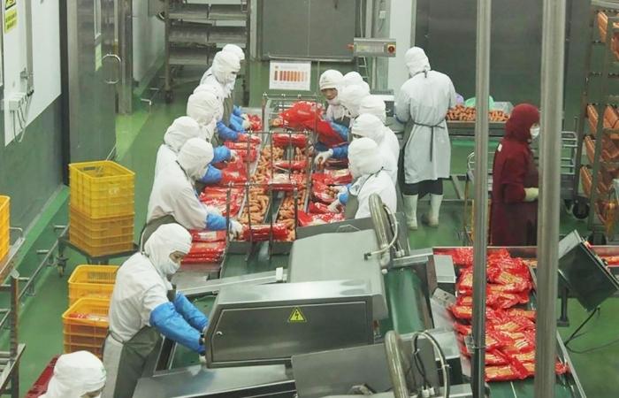 Doanh nghiệp rộn ràng sản xuất đơn hàng đến cuối năm