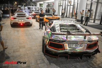 Đại gia Việt mang siêu xe, siêu sang tiền tỷ tới buổi khai trương showroom Aston Martin tại Sài Gòn, có đại gia mang tới cả 3 chiếc