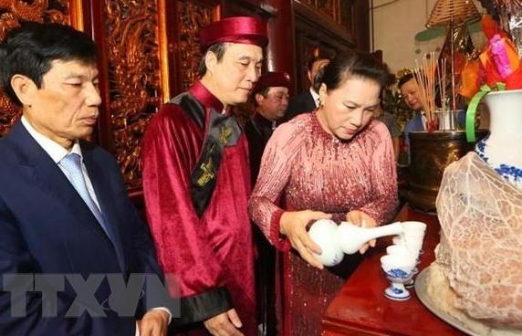 linh thieng le gio to hung vuong nam 2019 tren dinh nghia linh
