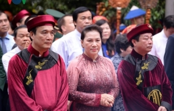 Chủ tịch Quốc hội Nguyễn Thị Kim Ngân dâng hương tưởng nhớ các vua Hùng