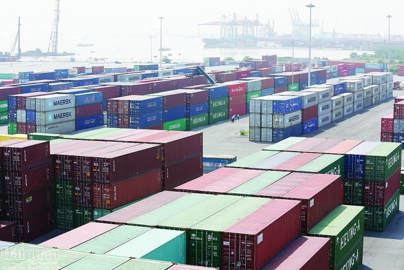 Cần triển khai nhiều giải pháp hỗ trợ doanh nghiệp, thúc đẩy lưu thông hàng hóa. Ảnh: HUYKHÂM