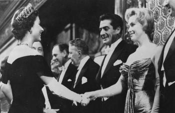 Điểm danh những ngôi sao vinh dự được diện kiến Nữ hoàng Anh