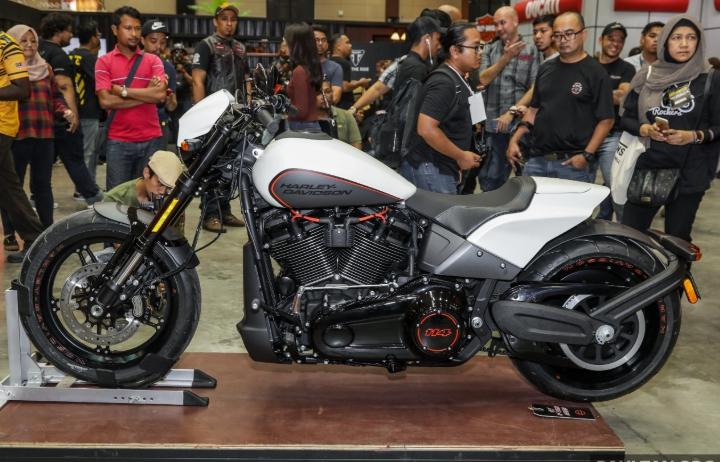 Harley-Davidson FXDR 114 giá gần 700 triệu cập bến Malaysia