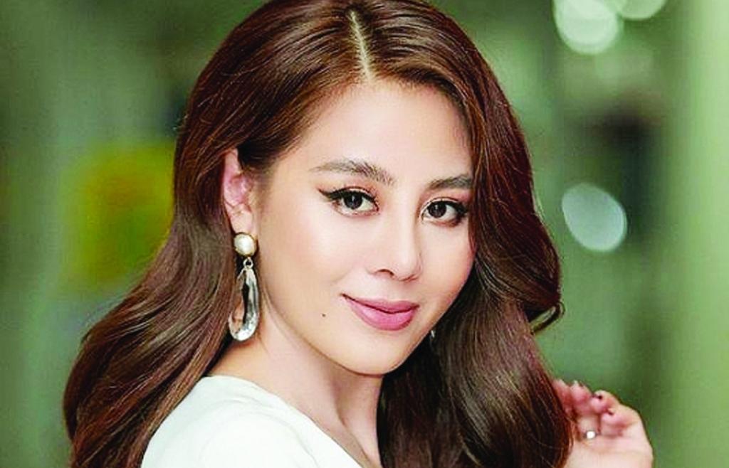 Chuyển động cùng: Diệu Nhi,  Khánh Vân, Ngân Anh, Hari Won, Nam Thư