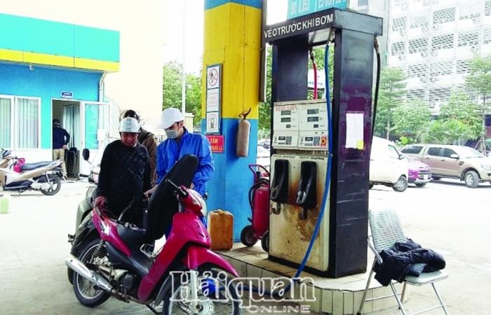 """Giá xăng dầu đồng loạt giảm """"sốc"""""""